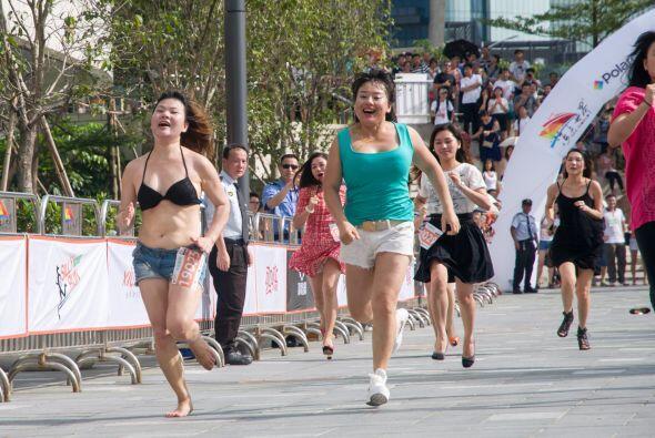 Las mujeres también participaron, aunque ellas están m&aac...