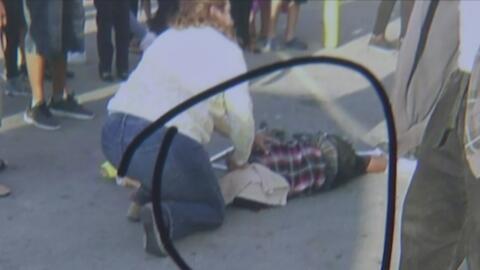 Un niño de 12 años es atropellado frente a un complejo de apartamentos e...