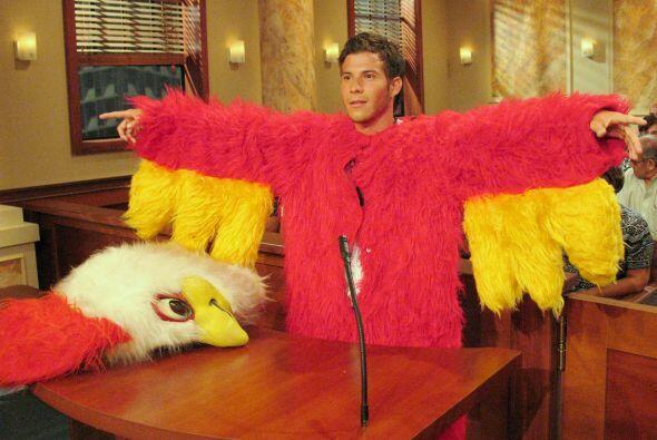 La jueza Pereyra también recibió a pollo rojo que fue cont...