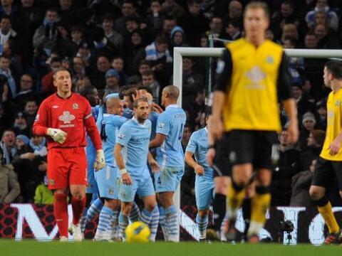 El Manchester City no tuvo piedad ante el Blackburn y le propinó...