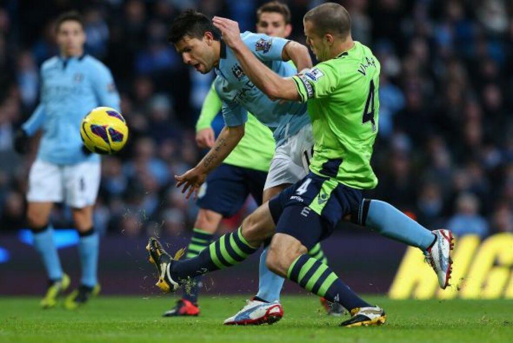Antes el Manchester City había derrotado al Aston Villa para subir al pr...