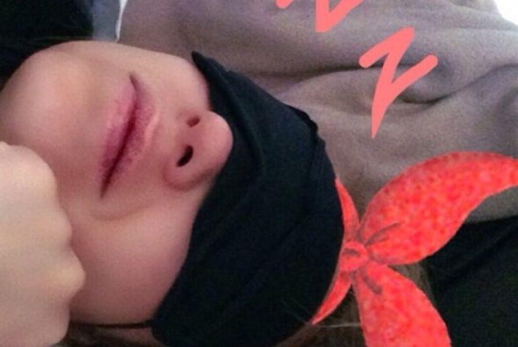 """""""Thalía en Francia. En el avión a todo ronquido A gussssto! #parís #fun..."""