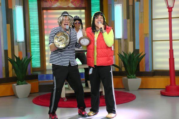 El dúo presentó su nueva canción y llegaron con acompañante de lujo.