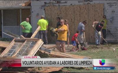Cientos de voluntarios llegan a Coal City