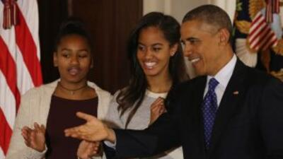 El mandatario es padre de dos hijas adolescentes, Sasha, de 16 años, y M...
