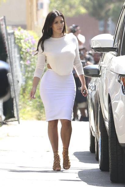 A Kim le encanta lucir sus curvas, pero desafortunadamente cae en lo vul...