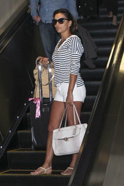 La bella modelo y actriz norteamericana lució sus esculturales piernas e...