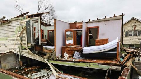Uno de los devastadores efectos de un tornado que pasó por Texas el 29 d...
