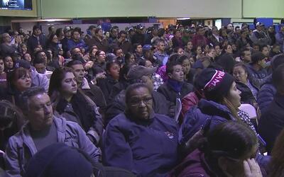 Cientos de personas en Union City salen en masa para conocer sus derecho...