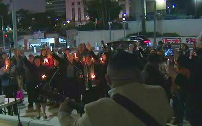 Habitantes de Los Ángeles se unieron en una vigilia para orar por los in...