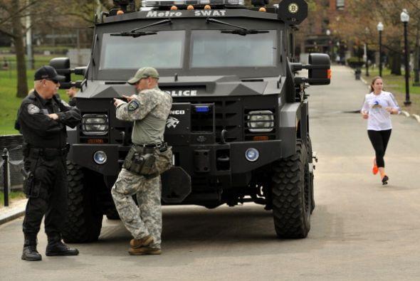 La fuerte presencia policial se mantiene por el momento en la escena de...