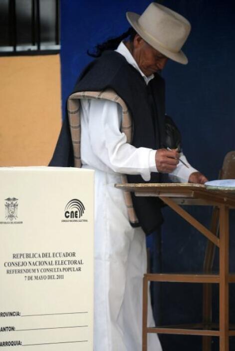 Diez preguntas son sometidas al voto de los ecuatorianos, cuatro de ella...