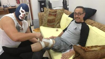 El comediante recibió el cuidado de Blue Demon. (Cortesía: Twitter Ferna...