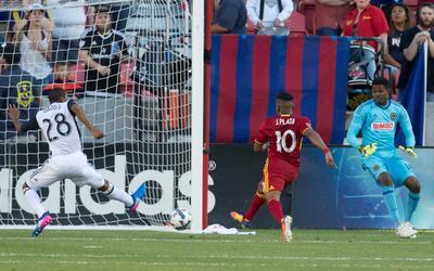 Joao Plata marca el gol del triunfo 1-0 del RSL sobre Philadelphia Union.