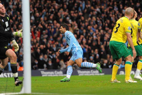 Es el gol numero 11 del Kun. El 'City' no para.