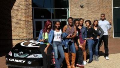 Estudiantes de Hampton University en un evento de diversidad de NASCAR e...