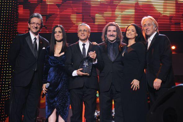 En esta fotografía: Gabriel Abaroa Jr., Julieta Venegas, Caetano...