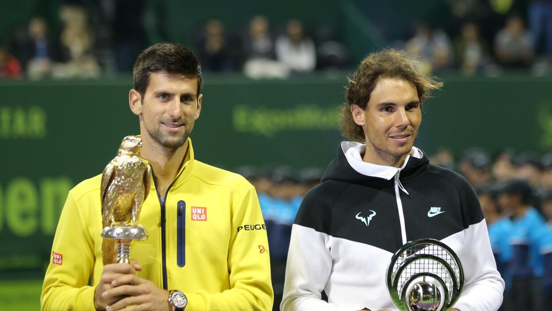 Djokovic y Nada con sus trofeos de campeón y sub campeón