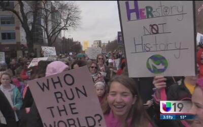 En Sacramento miles de personas se unieron a la marcha de las mujeres