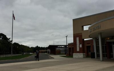 Los padres dicen que se incrementó la vigilancia en la escuela Se...