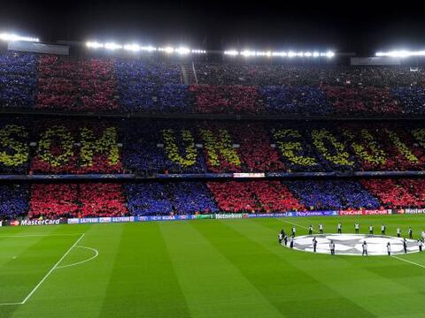 El 'Camp Nou' se vistió de azul y grana  para recibir al Milan en...