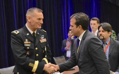 El gobernador electo Ricardo Rossello saluda al General Patrick A. Murph...