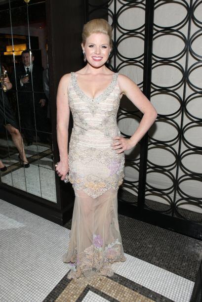 Megan Hilty lució místicamente bella con su vestido de corte sirena con...