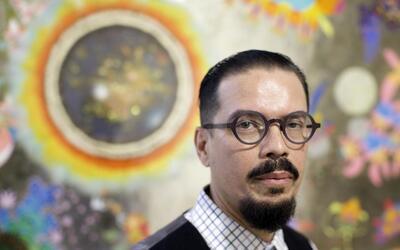 El dibujante que encontró su musa en un centro de detención