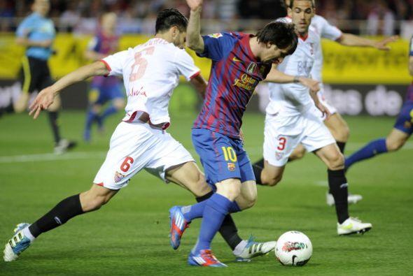 En uno de los tantos ataques del 'azulgrana', Messi tomó el bal&o...