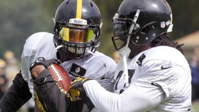 Los corredores de los Steelers están metidos en el escándalo (AP-NFL).