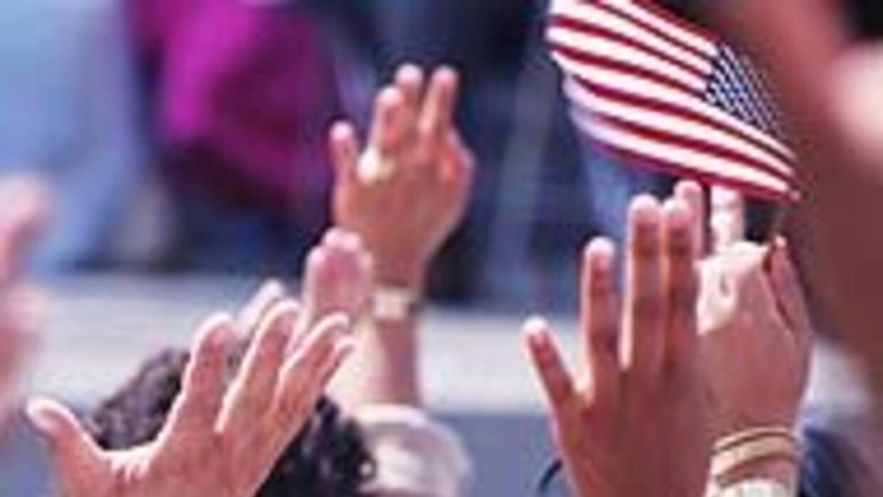El servicio de inmigración de EU habló de ciudadanía con usuarios de Uni...