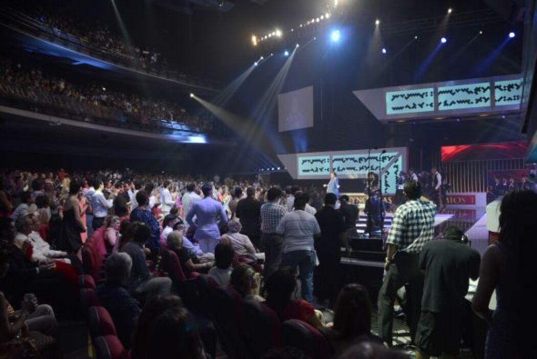 Juan Gabriel recibió un enorme aplauso por su participación.