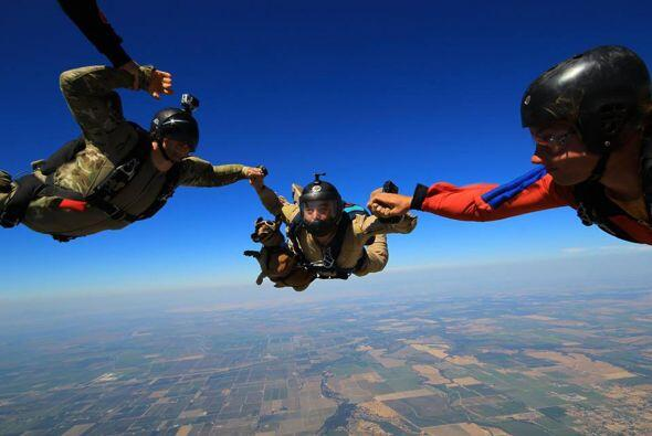 Nathan se ha dedicado a realizar paracaidismo, pero en esta ocasión quis...