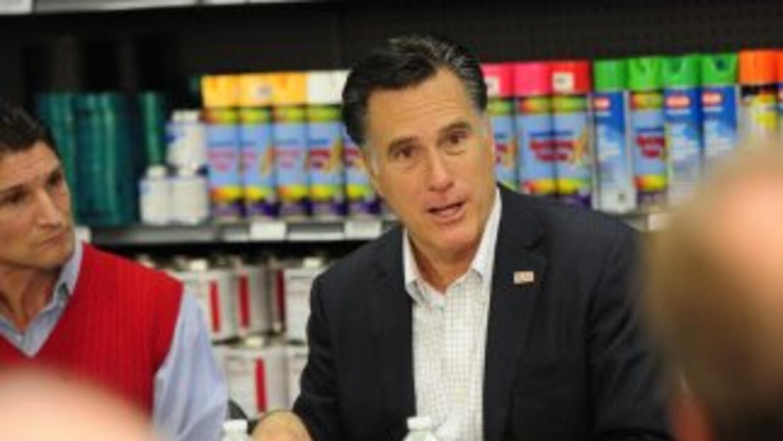 El precandidato Mitt Romney lidera las encuestas para ganar el caucus de...