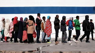 Miles de inmigrantes llegan a la pequeña isla de Lampedusa, principalmen...