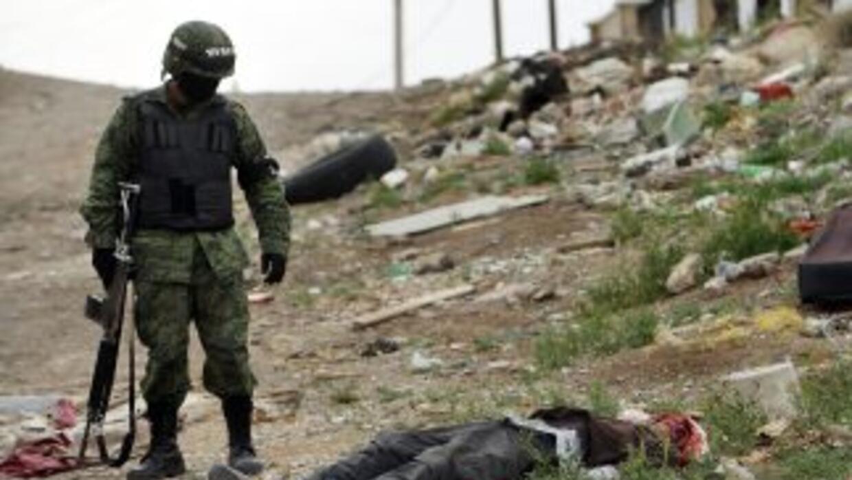 La lucha del crimen organizado y el ejército y los agentes ha creado un...