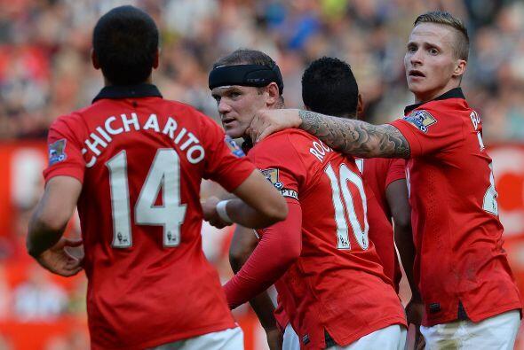 Wayne Rooney empató en un tiro de falta.