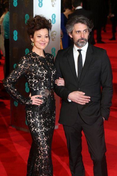 Helen McCrory también se vistió en encaje en un vestido de John Rocha qu...