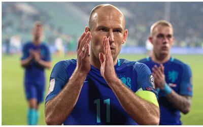 Robben no puede creer que Holanda otra vez esté en problemas.