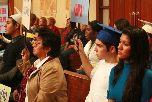 Los jóvenes en la corte también expresan su total aprobaci...