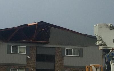 Residentes de este complejo de departamentos en Willowbrook fueron evacu...