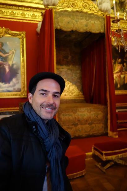 Dentro del palacio, Carlos pudo entrar hasta la recamara que perteneci&o...