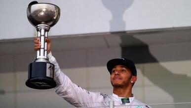 Hamilton ganó un GP marcado por la tragedia.