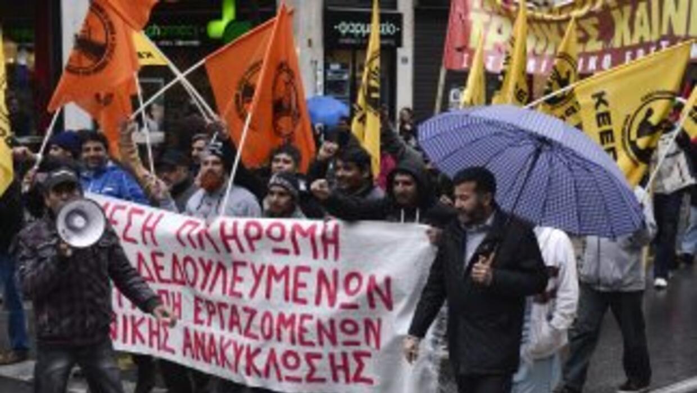 Trabajadores migrantes sin pago reclaman a las empresas de reciclaje hab...