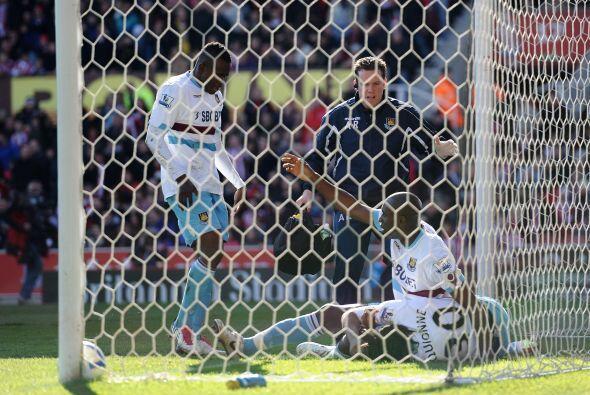 Tras un gol tempranero del Stoke, el West Ham empató con un tanto...