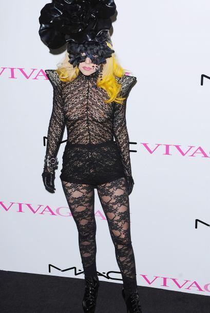 Lady Gaga es la famosa que más ha abusado de esta tela. La hemos visto c...