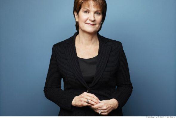 21.- MARILLYN HEWSON: Tiene 60 años y trabaja para la gigante empresa ae...