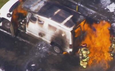 Vehículo que transportaba gasolina, al parecer ilegal, estalló cerca de...