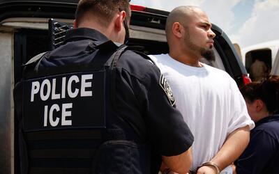 Departamento de Seguridad Interna pone en riesgo de deportación a casi 1...