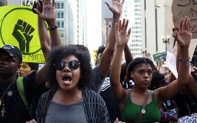 Concentración de manifestantes en Plaza Federal, Chicago